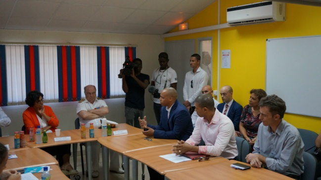 Arnaud Fulgence présente le projet périscolaire porté par la Ville et ses partenaires à Myriam El Khomri