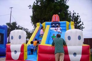 Village Disney, jeux gonflables et feux d'artifices pour les enfants de Saint-Laurent du Maroni