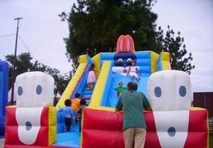 L'Ilot gonflable accessible à tous les enfants de la ville (planning juillet/aout 2010)
