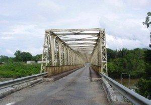 Fin de travaux de réparation des traverses métalliques du Pont de Saut Sabbat le Vendredi 24 décembre 2010.