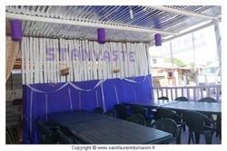 Réservez vos tables auprès des tenanciers des baraques intérieures