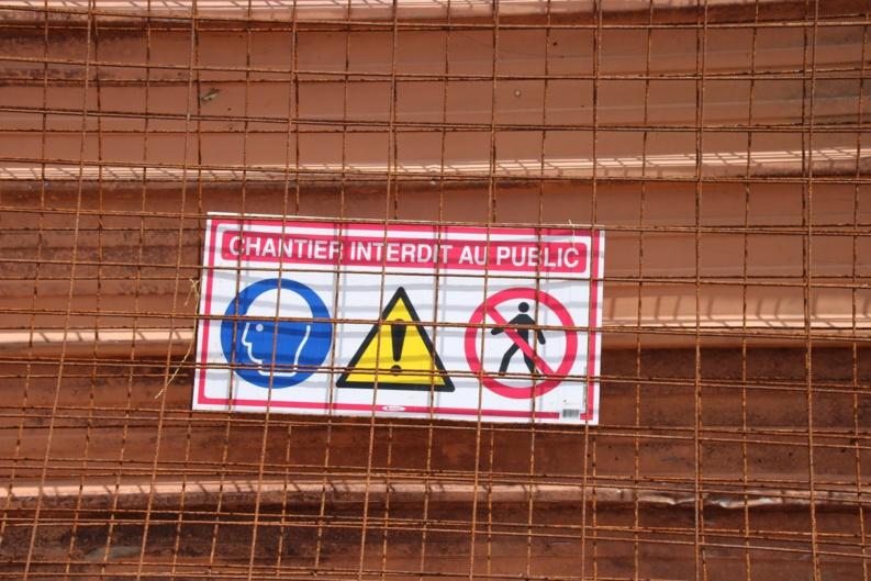 [Travaux] : rappel de l'interdiction de pénétrer au sein de la salle polyvalente de la Charbonnière pendant la durée des travaux
