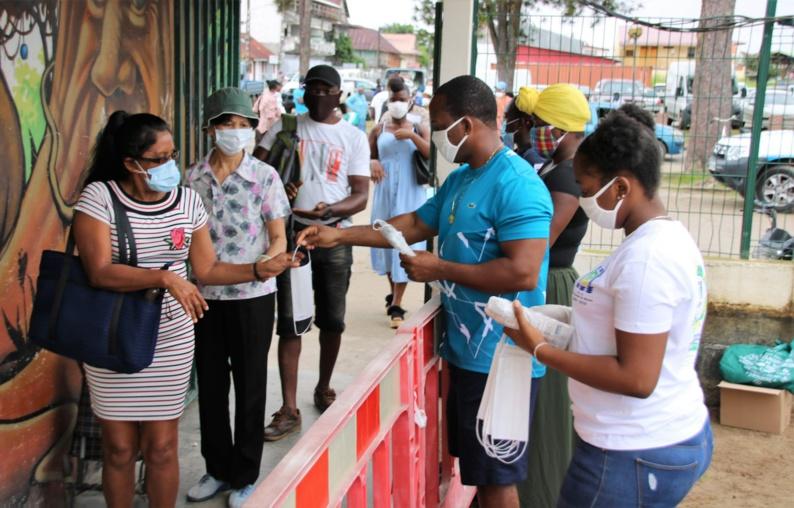 [#Prévention] : distribution de masques au marché