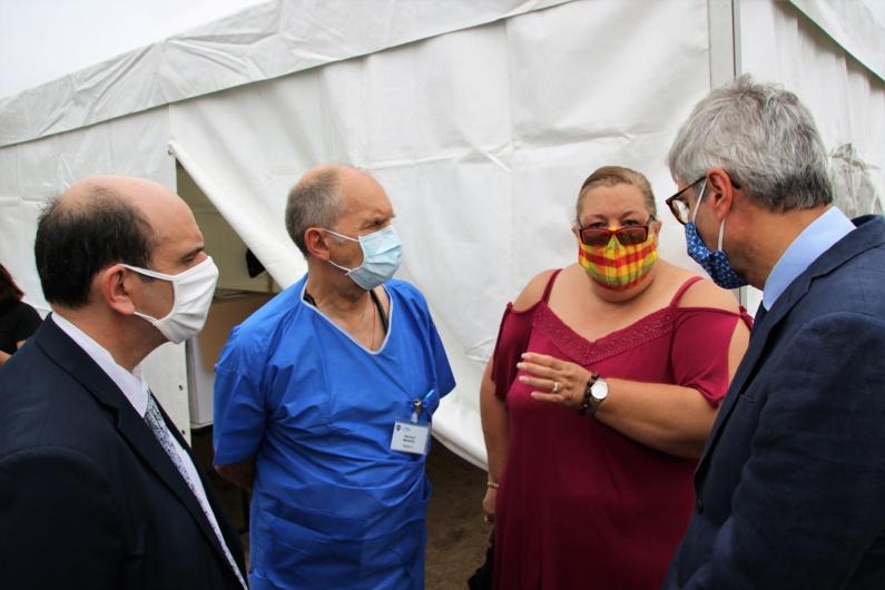 [#DépistageCoronavirus] : Madame le maire et Monsieur le Préfet rendent visite aux personnels mobilisés dans le cadre de l'opération de dépistage coronavirus