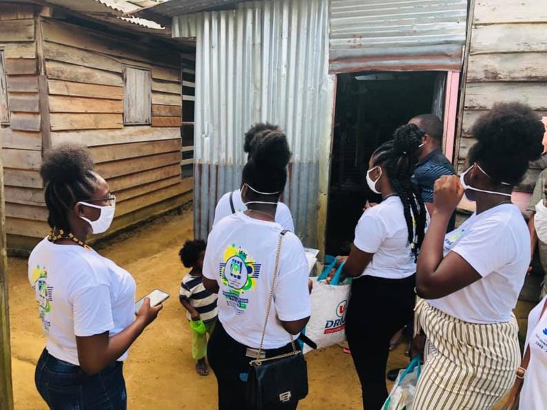 [#Prévention] : la commune poursuit les opérations de prévention, de distribution de masques et d'aide alimentaire dans les quartiers de #saintlaurentdumaroni