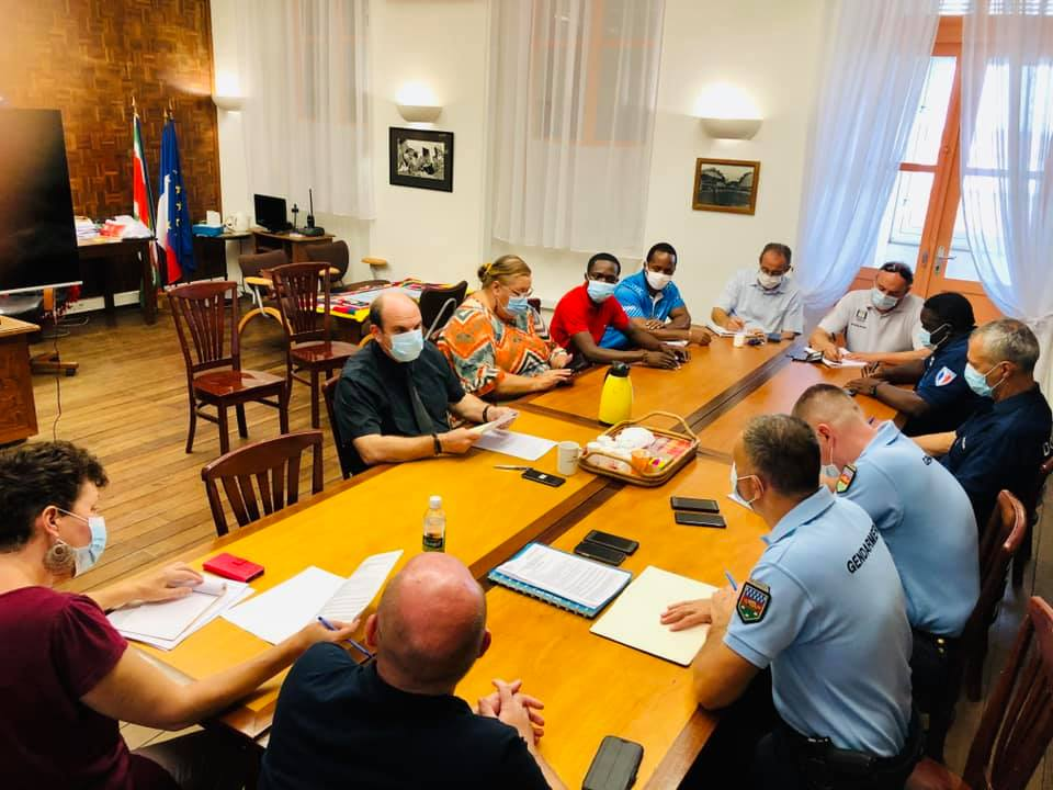 [#coronavirus] : réunion de coordination autour du confinement du quartier de la Charbonnière à #saintlaurentdumaroni