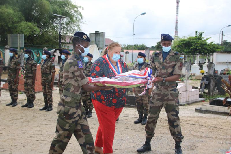 #Commémoration : dépôt de gerbe au monument aux morts