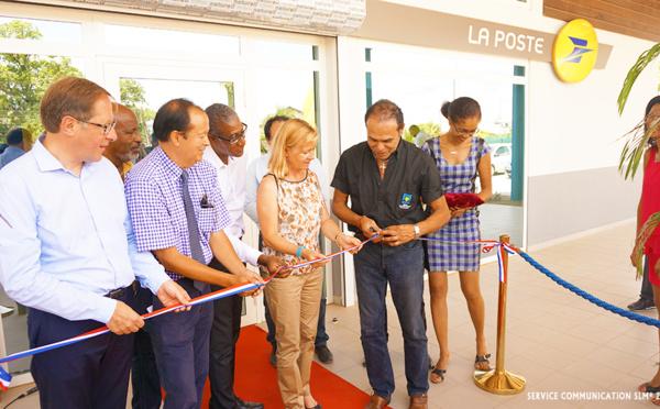 Inauguration de la nouvelle plate-forme de distribution de La Poste située sur la route des Chutes Voltaire