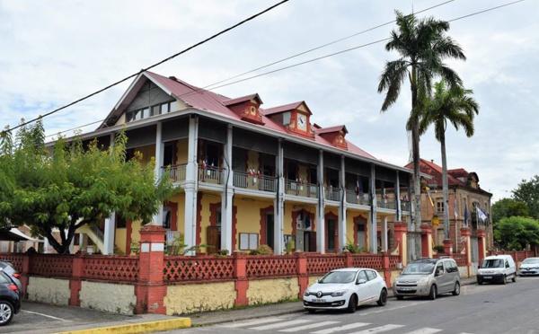 La Ville de Saint-Laurent investit dans la réfection de la toiture du bâtiment de l'hôtel de ville