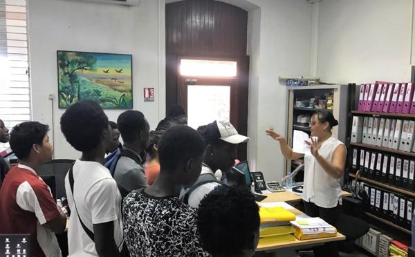 Les élèves du collège Cécile Cheviet visitent la mairie