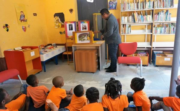Lecture de contes en kamishibai pour les élèves de l'école P Castaing