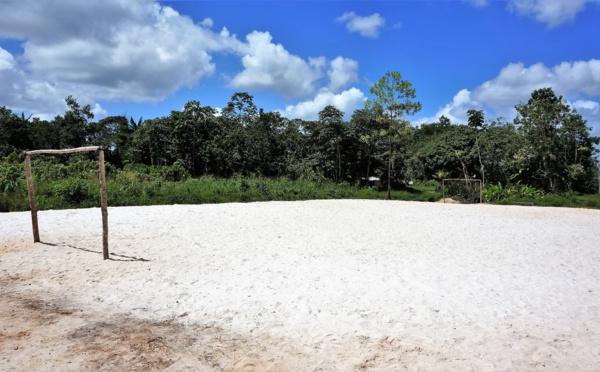 Saint-Laurent cadre de vie : aménagement d'un terrain de football à Jakarta