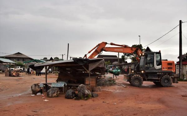 Opération de destruction des commerces illégaux à la Charbonnière