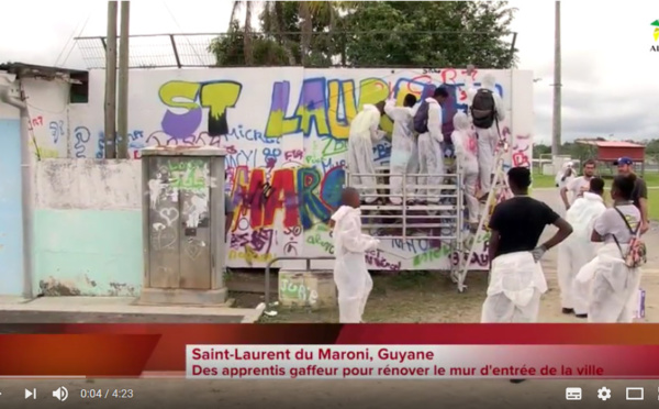 Bougez avec Saint-Laurent : rénovation de la fresque d'entrée de ville par les jeunes des quartiers de Saint-Laurent