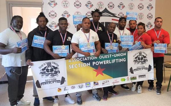 [Powerlifting] : les athlètes de Saint-Laurent du Maroni ont fièrement défendu les couleurs de Saint-Laurent et de la Guyane aux championnats de France de powerlifting