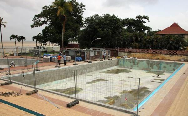 [Equipement sportifs] : les travaux de la piscine municipale se poursuivent. Les bassins seront de nouveau accessibles en mai 2020