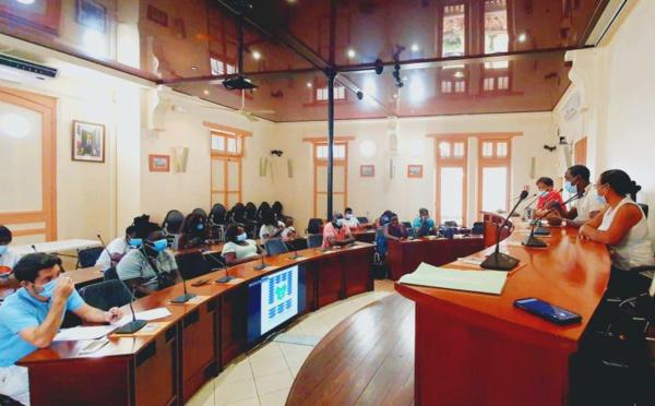 #Rencontre : Les élus ont échangé avec les habitants de Sparouine sur le projet de la future école