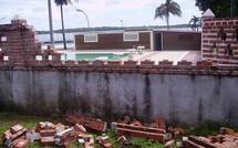 Le mur de la piscine tombé